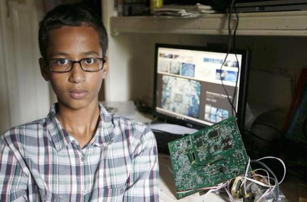 #IStandWithAhmed http://t.co/rhGWDG9hXQ http://t.co/uV45ACTVZp