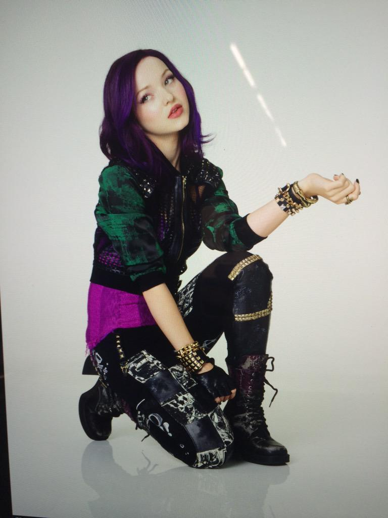 Dove Cameron (@DoveCameron): Mal is judging u http://t.co/nnzECMJOrg