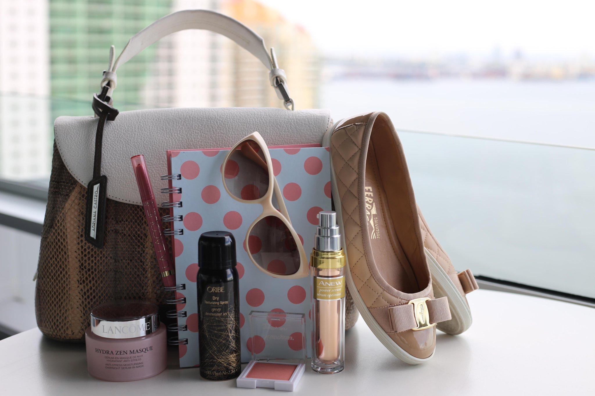 Survived #NYFW with these key essentials @AvonInsider / Sobrevivimos la semana de la moda de NYC con estos infalibles http://t.co/MZfiLBLhAE