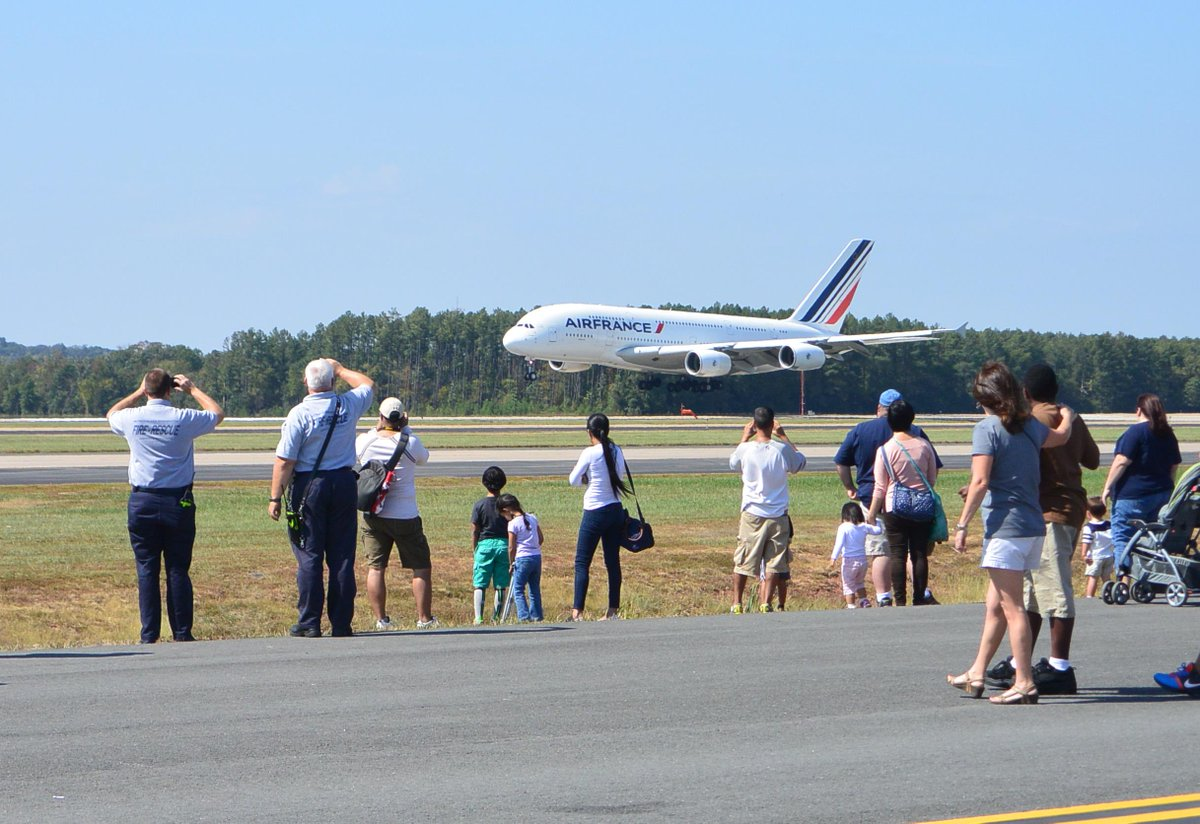 Just 3 days till DullesDay. Come to our annual airport open house! @dullesplanepull