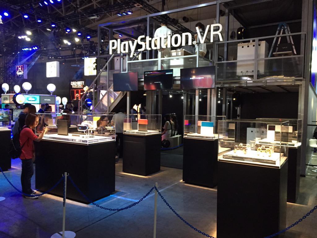 PlayStationVRは東京ゲームショウ開始と同時に人が殺到して、ビジネスデーなのに、15分で受付中止に。「FF14」を体験することができましたが、まだ画像を出せるようにしたレベルでUIなど物足りなかった。ただ全くVR酔いなし http://t.co/zAT59fZB26