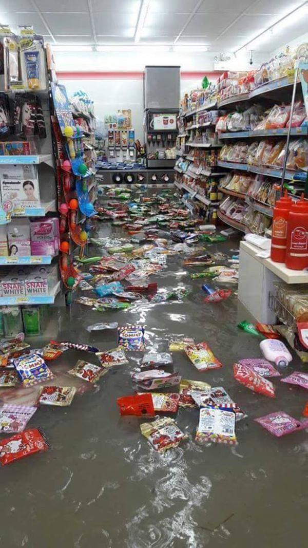 [10.20 น.,17 ก.ย.] RT@kapookdotcom ประมวลภาพ-คลิป #น้ำท่วมพัทยา  http://t.co/ggrZHYeXku  #thaiflood http://t.co/CKm0tjicvK