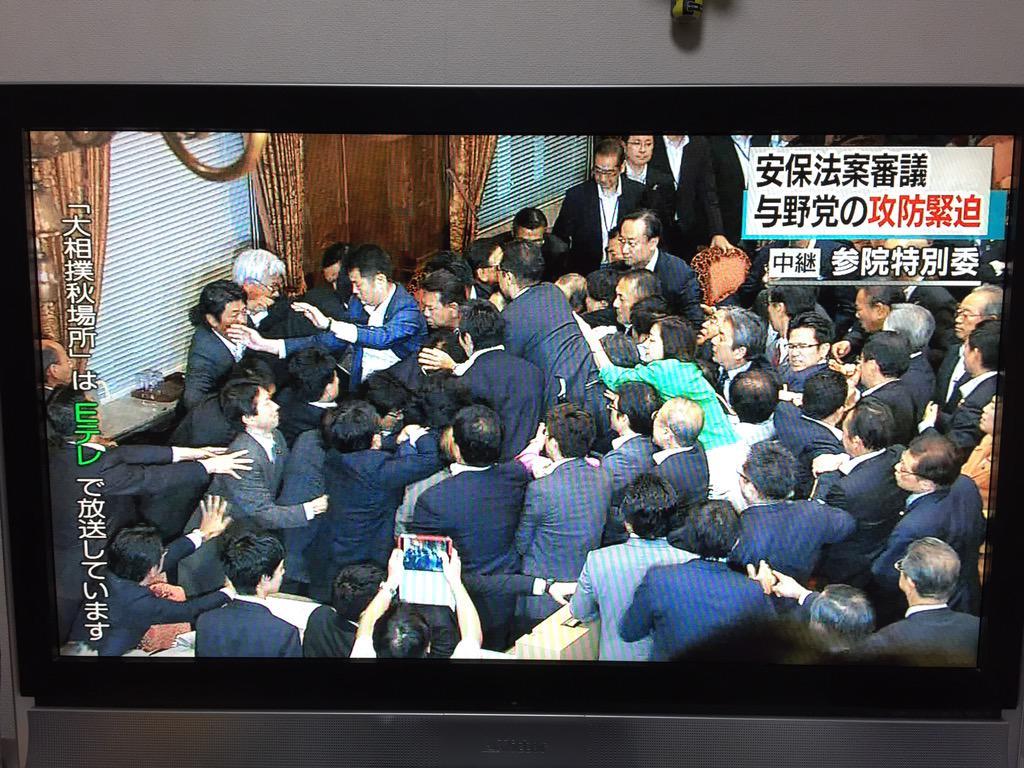 鴻池委員長、復帰とともに襲われる #kokkai http://t.co/a4h87z73dn