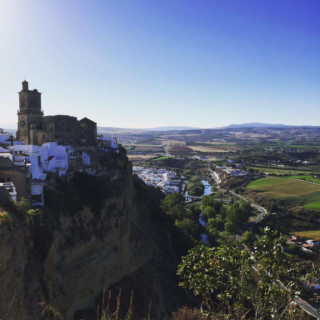 Made it to pretty Arcos de la Frontera before the coach tours #worthgettingupfor #Andalucia #Spain http://t.co/NoWLyXQgYC