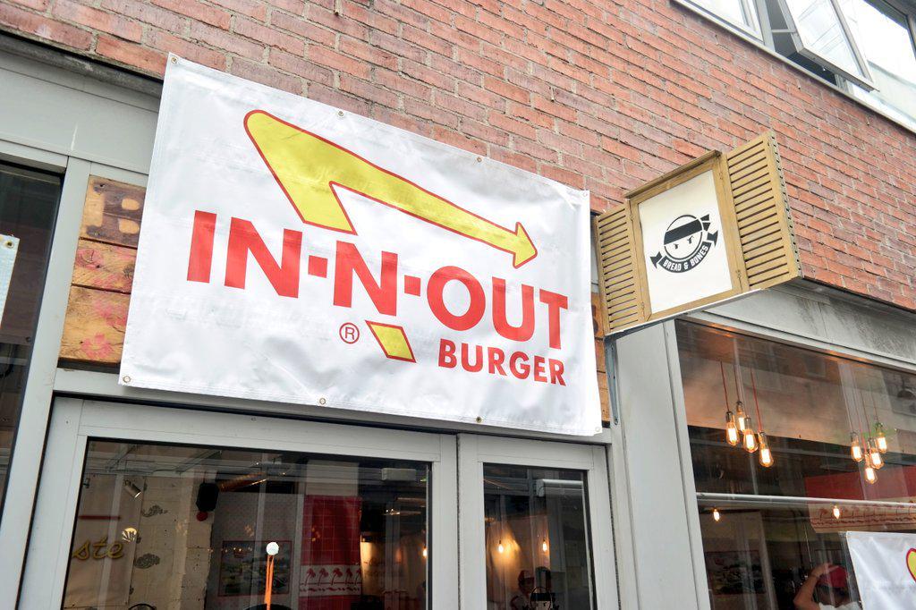 Foodies!!! @innoutburger have a pop up at @Breadandbonesir for a few hours!! GET IN! http://t.co/YkzbAiiOYe
