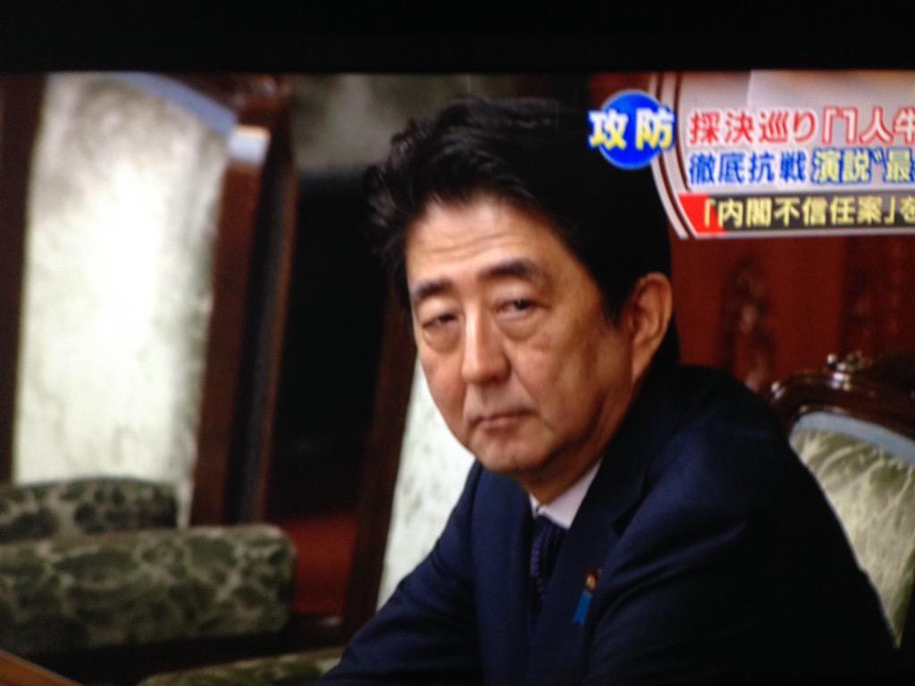 喪服姿の山本太郎を見つめる安倍ちゃんの顔が凄い