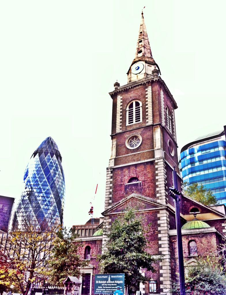 Old & new in the City of London #FriFotos #GreatBritain http://t.co/DT35zwd9cc