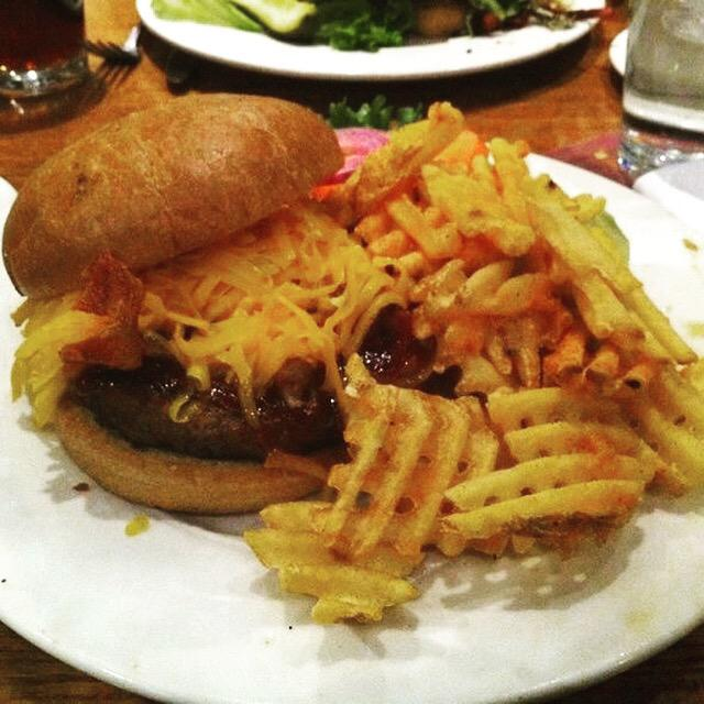 Happy National Cheeseburger Day! #NationalCheeseburgerDay http://t.co/TtbaoZKf2E