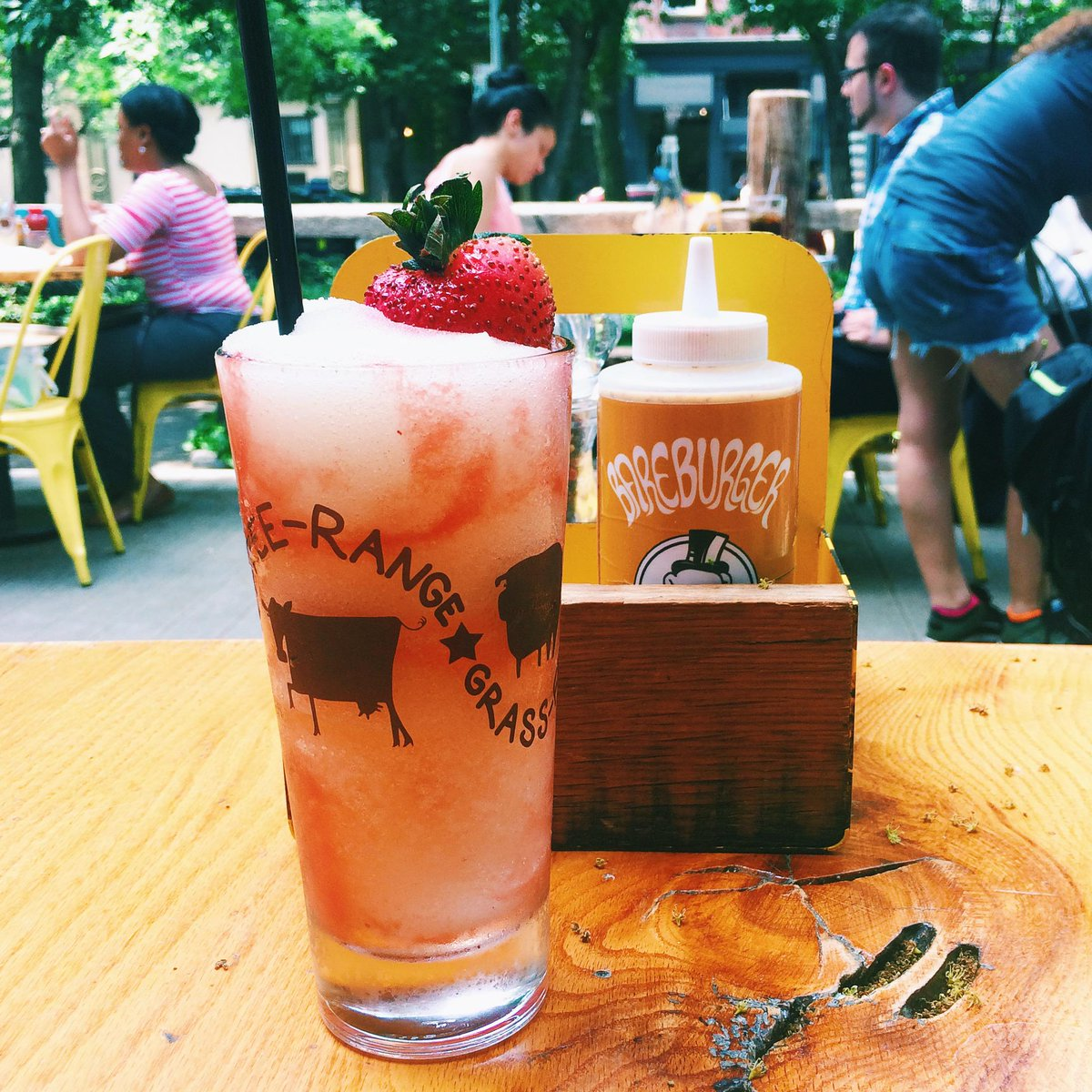 Celebrate #NationalCheeseburgerDay @bareburger with one of their yummy #KelvinSlush #cocktails http://t.co/xBCYdjOaB3 http://t.co/xfnFsyoNXF