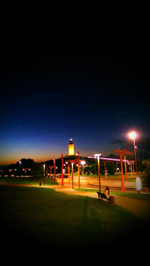 Noites de verán en #Coruña http://t.co/f8rdeyd0Ua