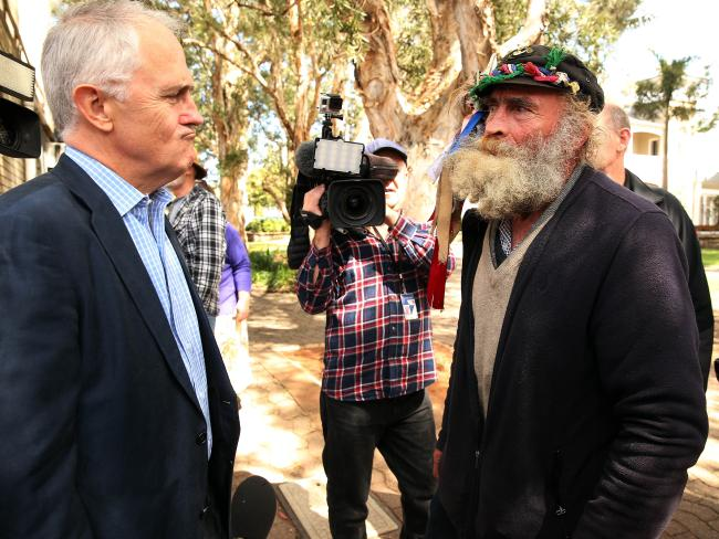 Homeless bloke asks whether he can house-sit Turnbull's $50m mansion while PM's slumming it in Kirribilli #Auspol http://t.co/HqrpDogb9Y