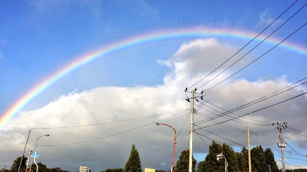 すごいきれいなまんまるの虹だった。虹のふもとをこの目で見たぞ。 http://t.co/2BTlxvcpEN