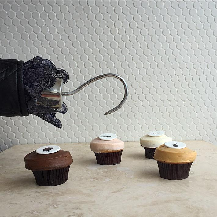 """It's Talk Like A #Pirate Day! First 50 to whisper """"Arrrrr"""" get a free Once Upon A Time cupcake! #xmarksthespot #OUAT http://t.co/LKYJWwjxjd"""