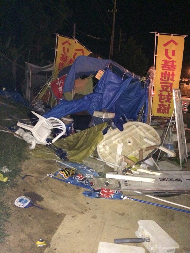 警察、なぜ逮捕しないの。器物損害だけじゃなく、けが人まで出てるのに。 RT @tchiezinha: ゲート前。右翼に襲撃され、こんなことになってます。 http://t.co/ruVemR5XV6