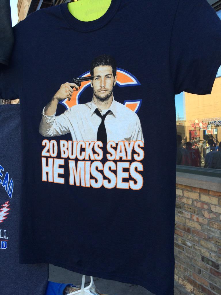 T-shirt selling outside Wrigley. http://t.co/xMXog1XqSs