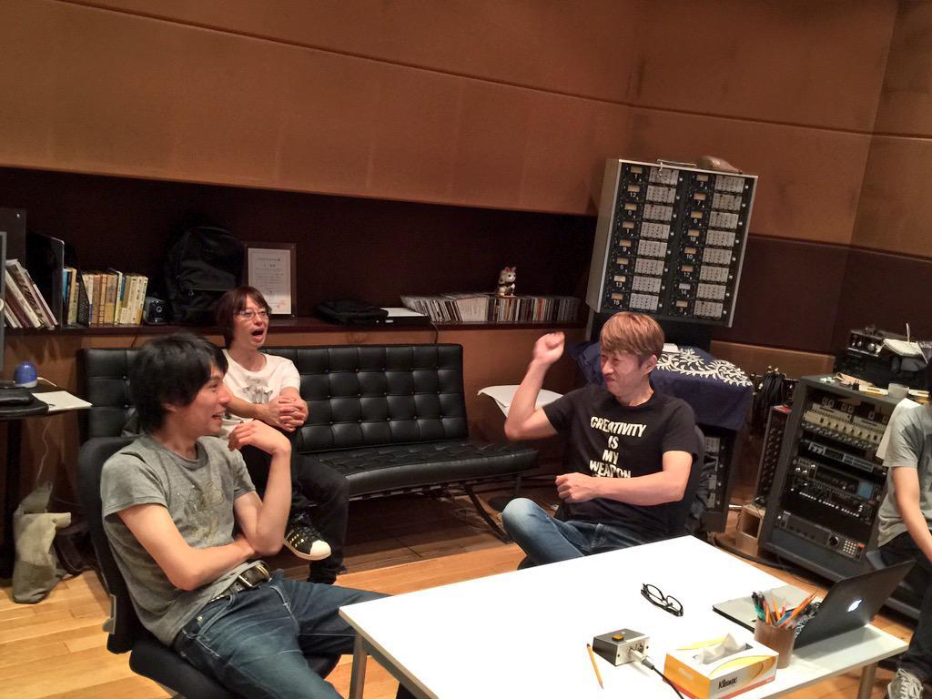 フジタユウスケとガラパゴス、3ヶ月ぶりに集結。今日から6thアルバムのレコーディング。本日はこのメンツのみで。始まる前の打ち合わせ段階から盛り上がってます! #ysk_jp http://t.co/88YyjKFv4F