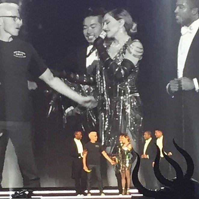 Anderson thanks for being my Bitch tonight!!! Hope you enjoyed the Banana‼️‼️‼️???? U!!! ❤️ #rebelhearttour http://t.co/Kq5ZCL97Jm