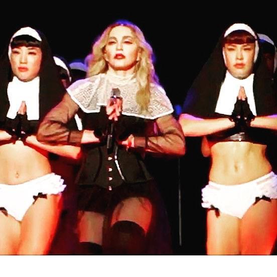 The Singing Nun! #gang ❤️ #rebelhearttour http://t.co/iYkSXgUHyH