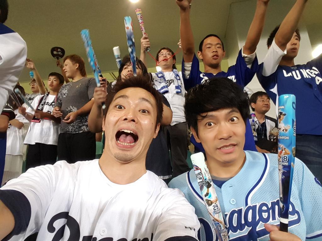 ブロードキャストライブのあとそんなこんなでナゴヤドームに参戦!吉村さんは巨人ファンのくせにドラのユニホーム着てます。 http://t.co/pTFFhWPjfi