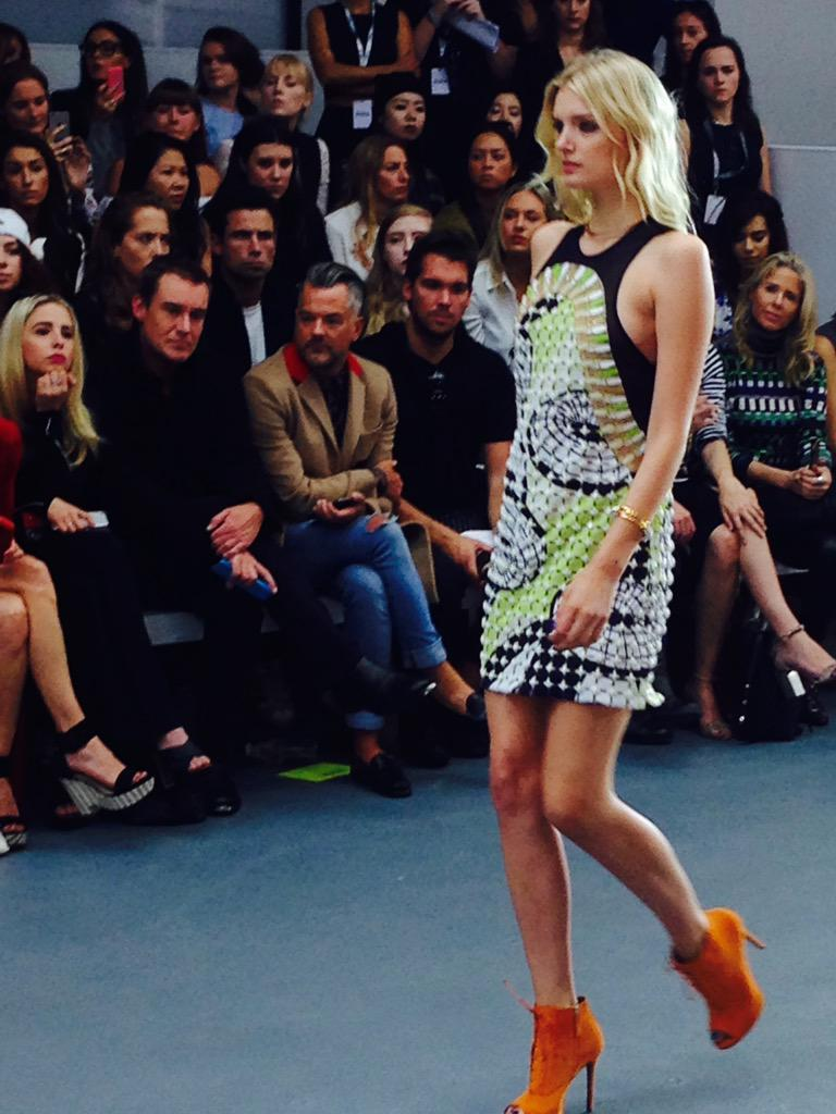 3-D circular forms over geometric grids. #issa #ss16 #LFW http://t.co/EuT9dFRa3S