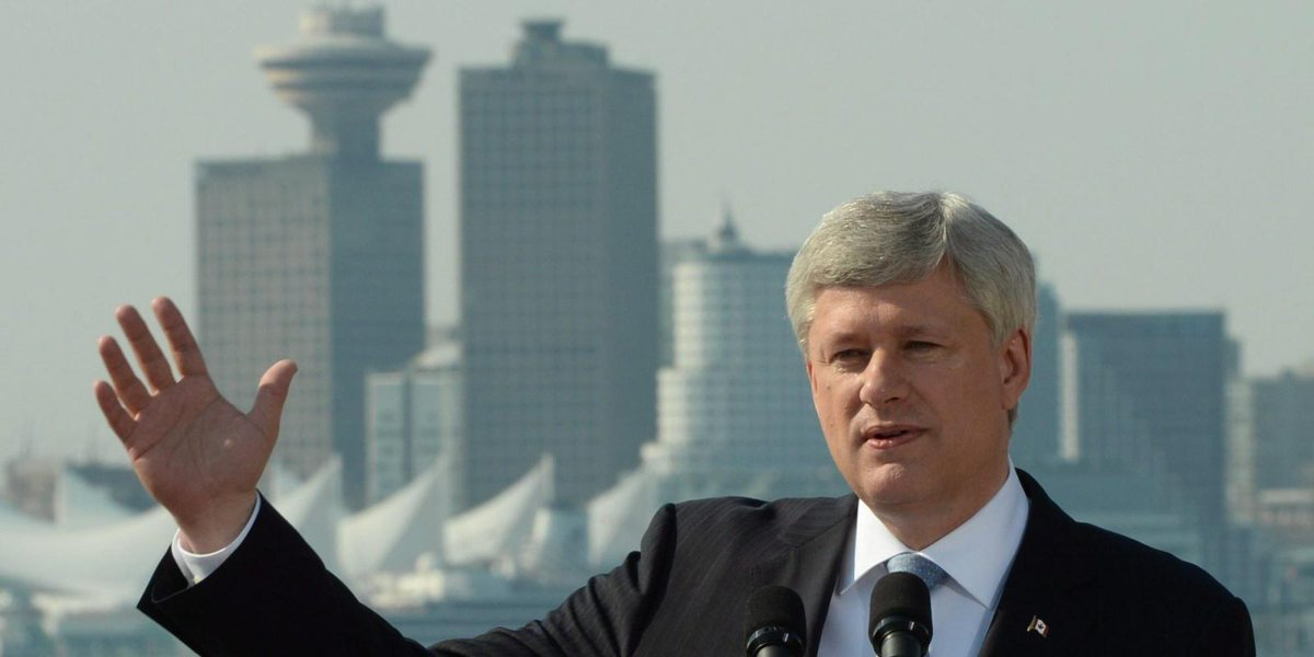While in #NorthVan, @PMHarper didn't allow a single local reporter to ask a question http://t.co/uBgMRzBM97 #elexn42 http://t.co/9kQkfpN8Mz