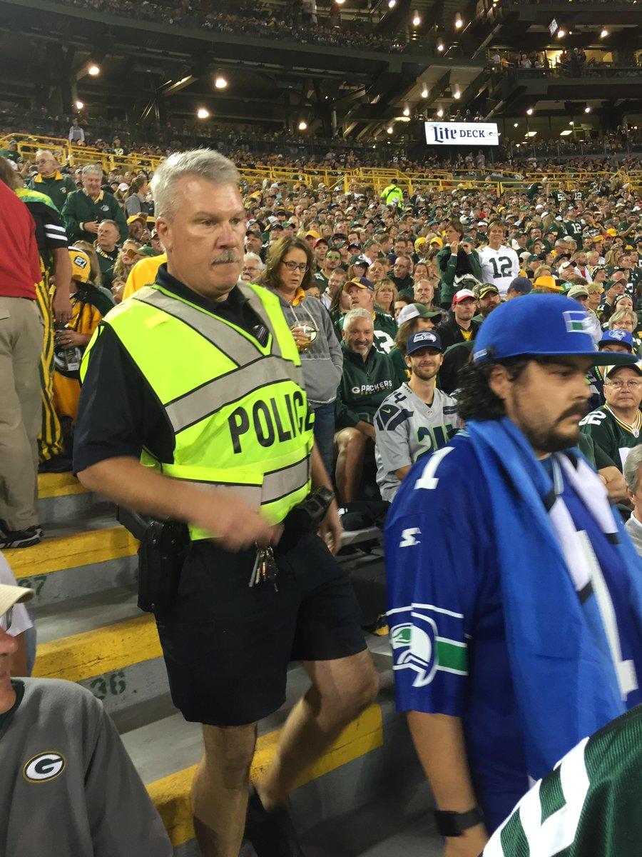 BAHAHA!! RT @hammen: @PGDougSchneider Seahawks fan (in Warren Moon jersey) in 131/133 getting ejected #scannersquawk http://t.co/Rw9vKMNsUw