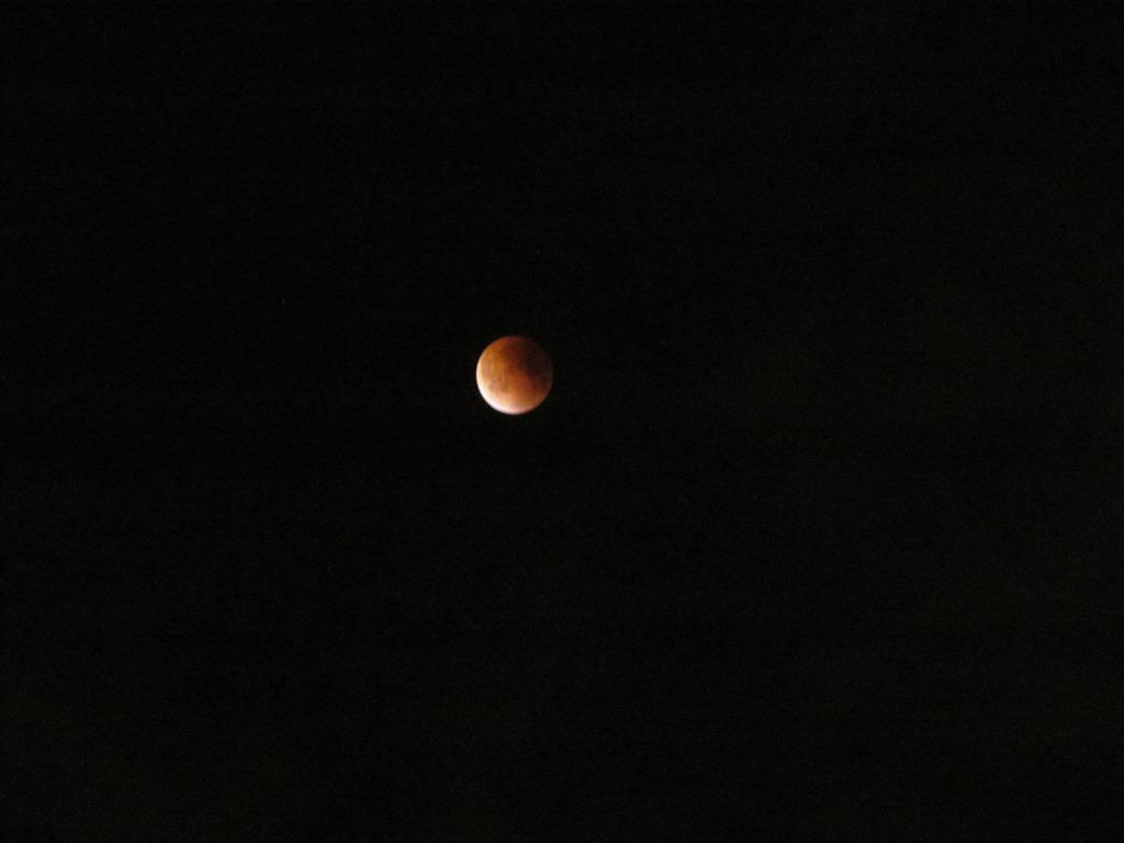 Missed the #supermoon #eclipse? @ScienceDante was able to snap some photos of the moon coming out of the shadow! http://t.co/FOVvejt5lM