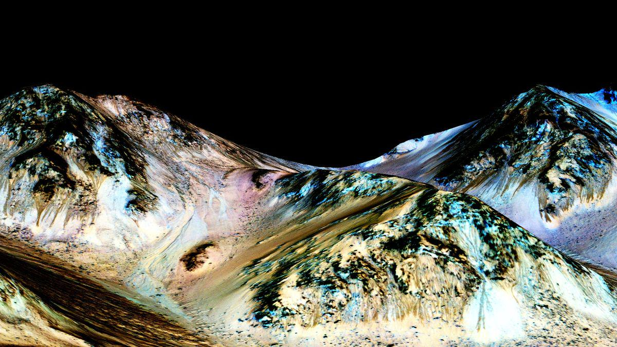 Breaking: NASA confirms that liquid water flows on Mars http://t.co/nvYRZYU9xC http://t.co/j8G00vVHCZ