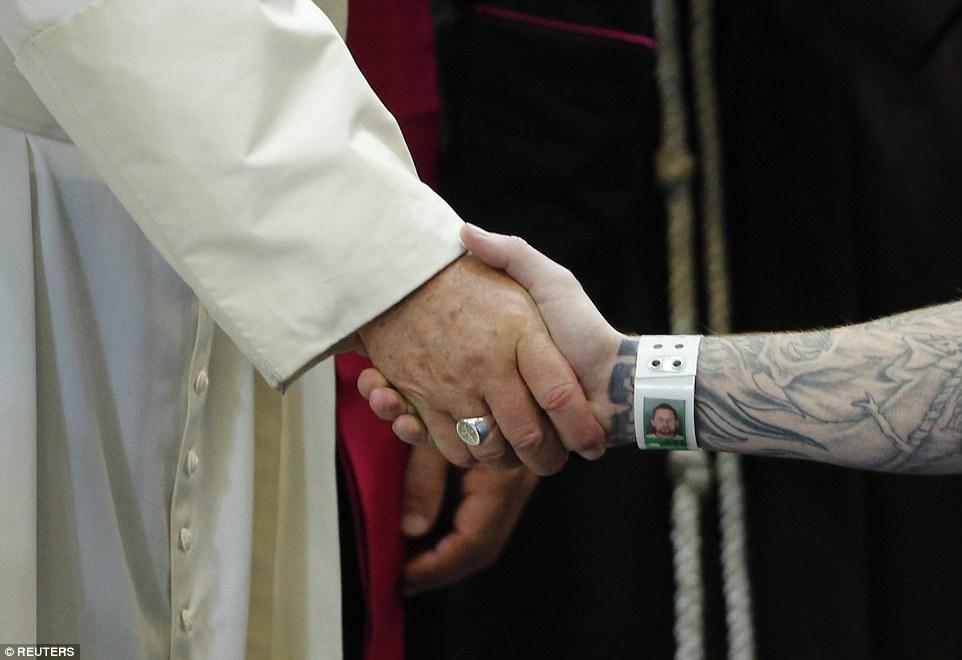 I absolutely love this picture from the #PopeInPhilly prison visit. http://t.co/tClPgDw4Jq