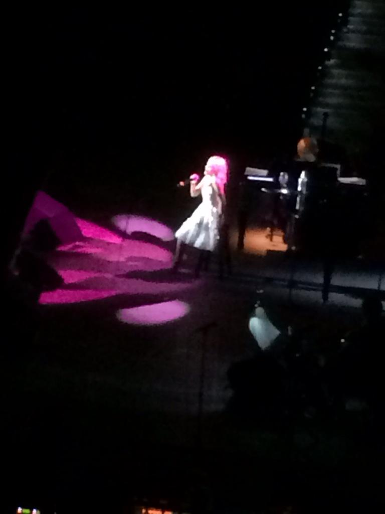 What an incredible night @KChenoweth: songs, moon, hoverboard, unfettered singing to Jesus, duet w/our friend Ashley http://t.co/ljVcs1uP2u
