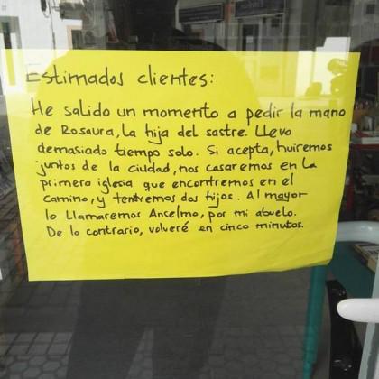 En una librería de Sevilla (vía @meneame_net) http://t.co/JSgj3KYFOS