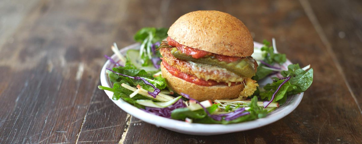 Guys #recipeoftheday Mega veggie burgers with garden salad & basil dressing http://t.co/ybrbQLQ6Wx #JamiesSuperFood http://t.co/JNKbhTaZXp