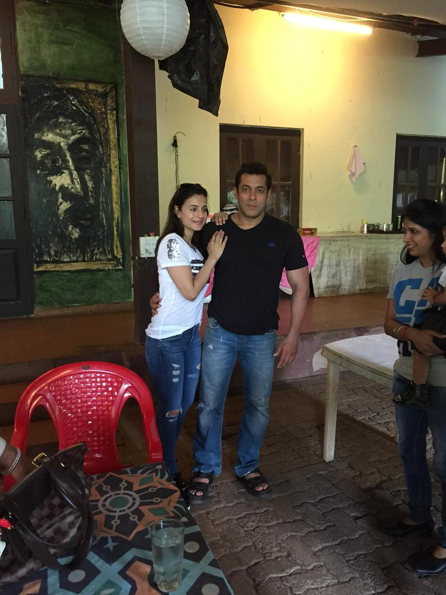Another cute pik of me n @BeingSalmanKhan http://t.co/ZEf2OBmodv