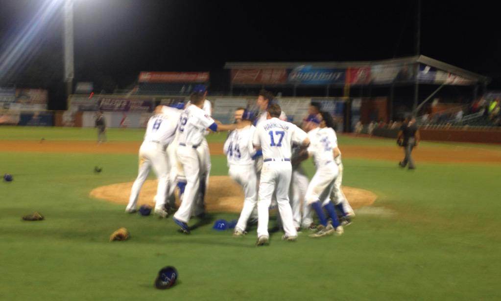 Your #Lookouts are the 2015 BC Powders Southern League Champions!  They WIN 4-0 for a 3-2 series win. http://t.co/hFz118QYVK