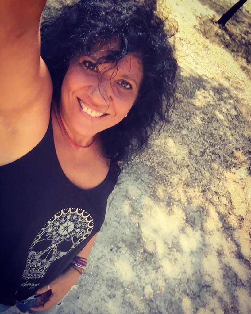 """""""Sonríe!!!!!...después encontramos el motivo!!!"""" #felizSanmartes 😉 http://t.co/d9Qz4AP9uP"""