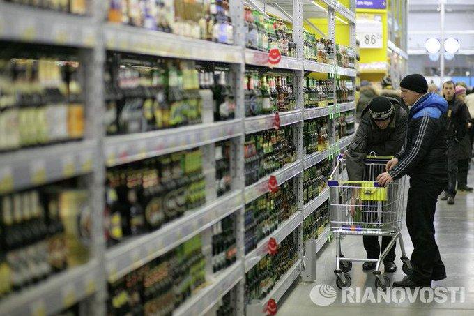 Законопроект о повышении возрастного ценза для продажи  алкоголя до 21 года внесен в Госдуму http://t.co/dT6cSTq197 http://t.co/NlNZrOzdbs