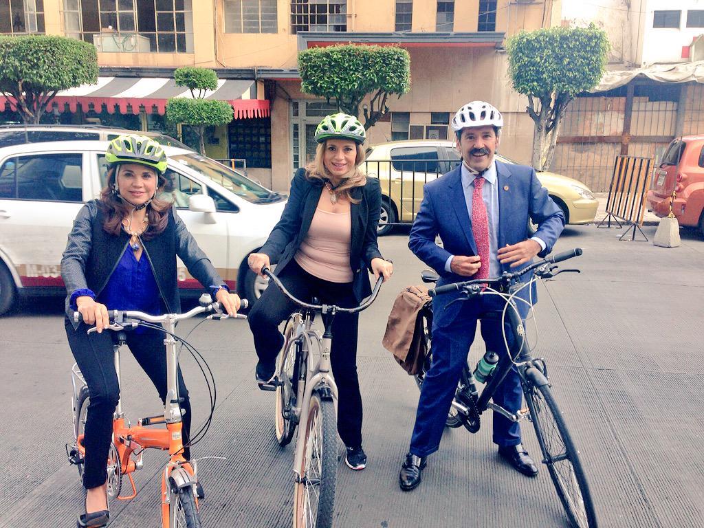 Conmemorando el #DíaMundialSinAuto en el @senadomexicano. Cambia el auto por la bicicleta y mejora tu salud.