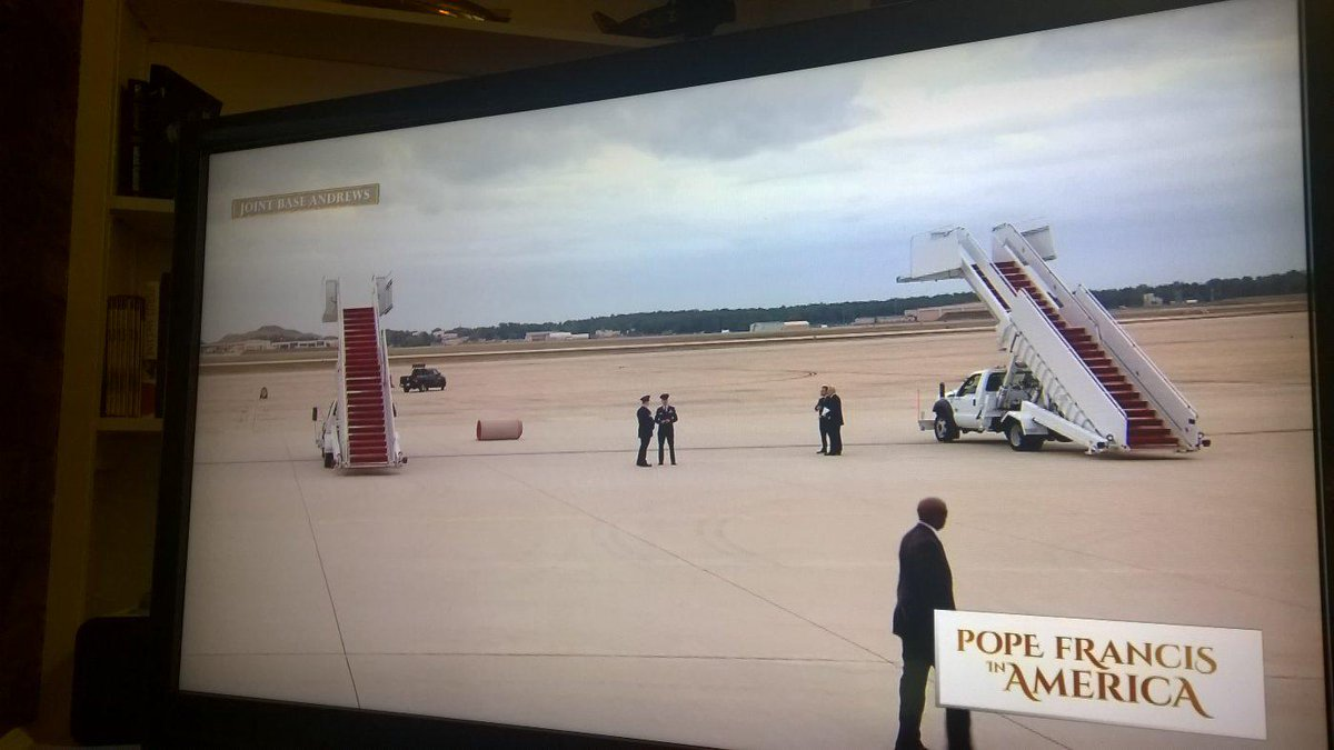 Photo: Pope Francis lands in impressive invisible Vatican Stealth Aircraft. http://t.co/QucGq7NxLW