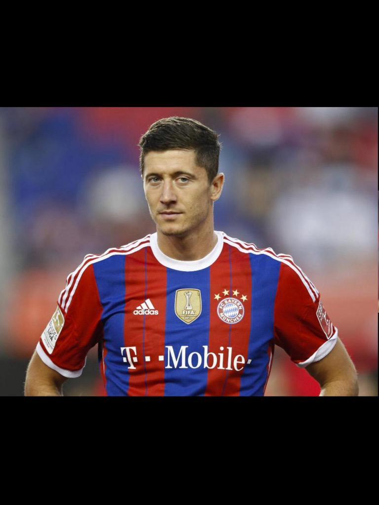 Got to congratulate Lewandowski. FIVE goals in NINE magical minutes for FC Bayern tonight http://t.co/wI5WDYdviF