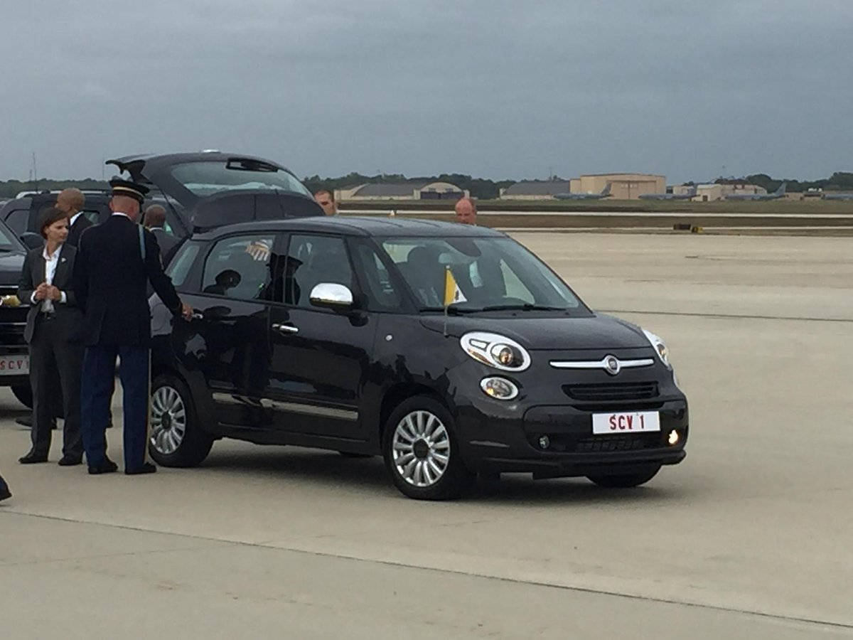 No limo for the Pope? He will apparently drive around in DC in a #Fiat! #PopeInUS http://t.co/hpBU9jsvFi