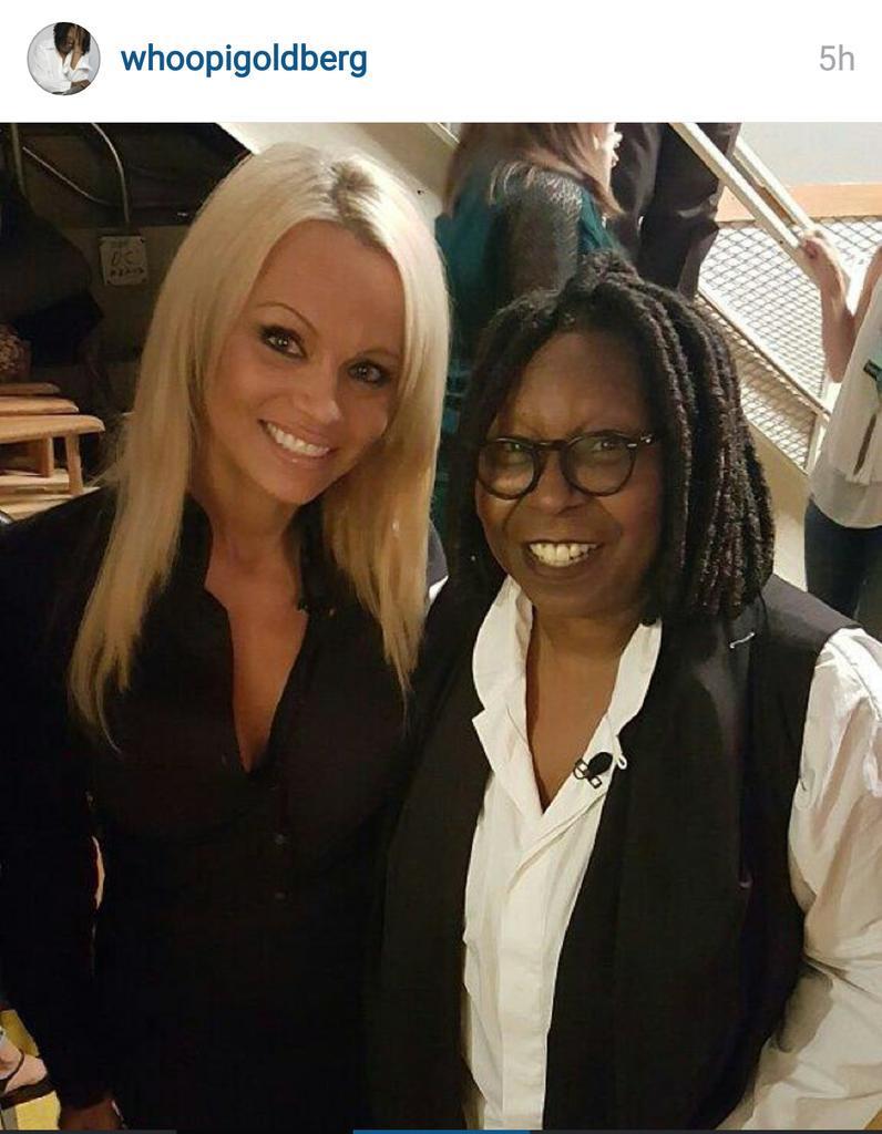 RT @Lola_Garlochi: Sentirte por un momento como en los 90's. #LogroDesbloqueado Gracias Whoopi! #PamelaAnderson #WhoopiGoldberg :D http://t…