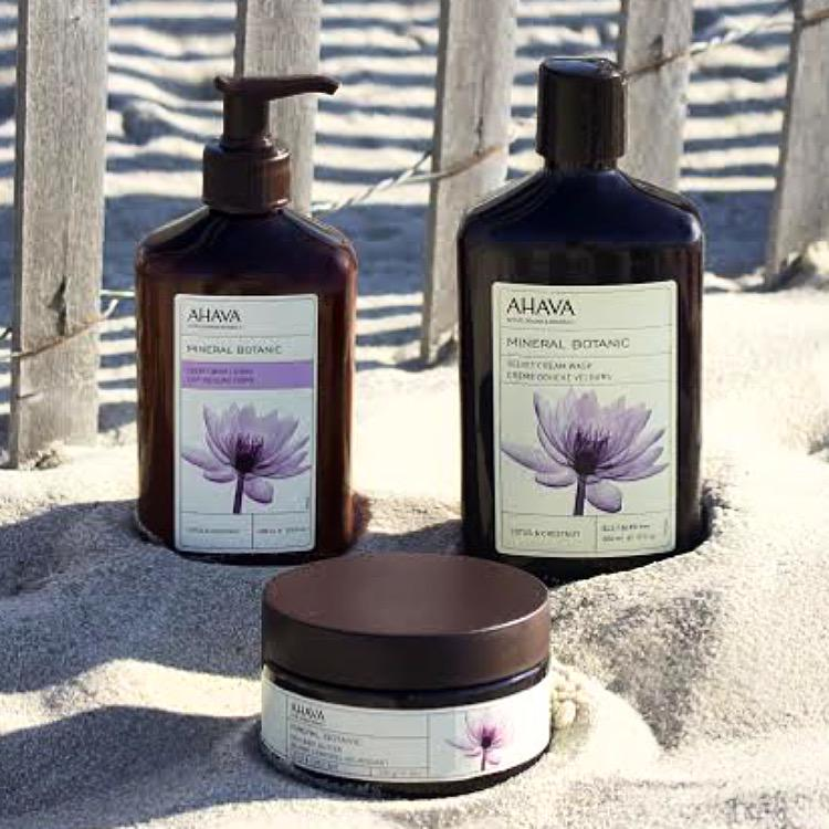 Keep your summer spirit alive all year by picking up a Mineral Botanic collection @Kohls. http://t.co/N8Y54hbb4H http://t.co/mI6gtPZrh8