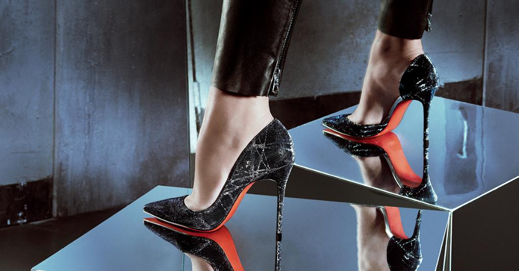 When night falls, stand tall in @LouboutinWorld. #10022shoe  http://t.co/OifbVoEIGr http://t.co/zZUGsQJDw4