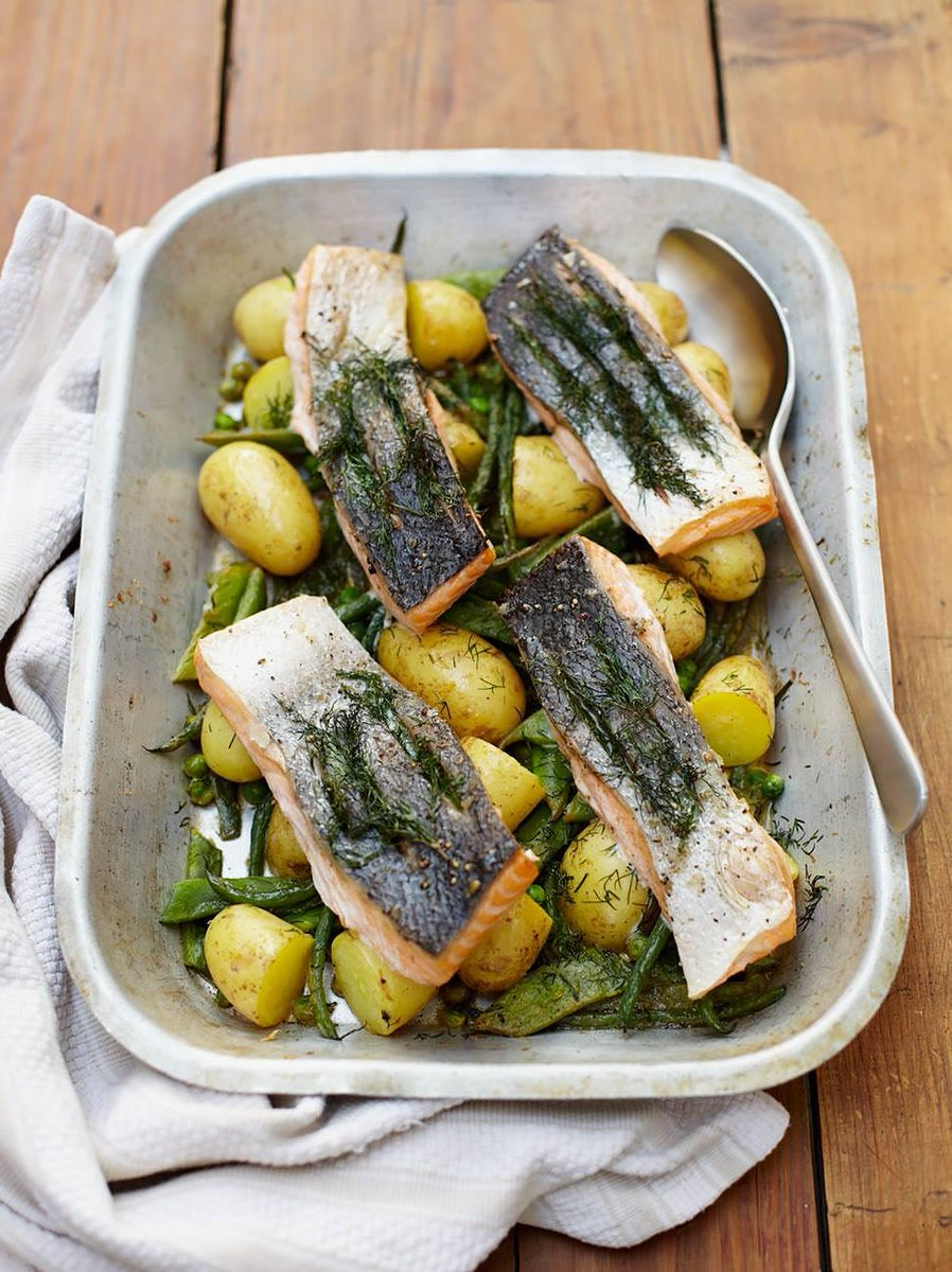 #recipeoftheday my simple one-pan tray-baked salmon! with new potatoes and seasonal veggies http://t.co/8a0FfYgcat http://t.co/by9gbxYGa5
