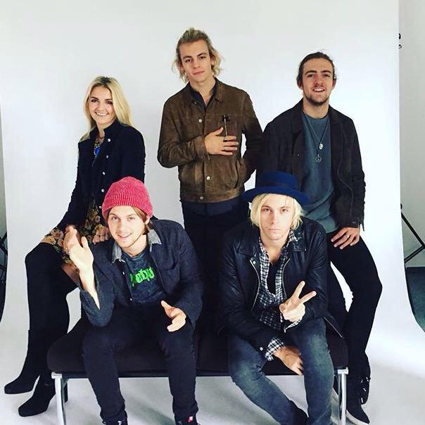 rocky's man bun, ell in a beanie, ross' ponytail, rydel looking perfect and riker being daddy af bLESS THIS PICTURE http://t.co/bPMk05sbuP