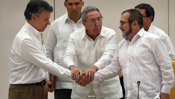 NTN24 Colombia (@NTN24co): #VamosPorLaPaz se convierte en tendencia mundial tras pactarse histórico acuerdo en Cuba http://t.co/aikmlEE9DW http://t.co/l6yn9b5tVv