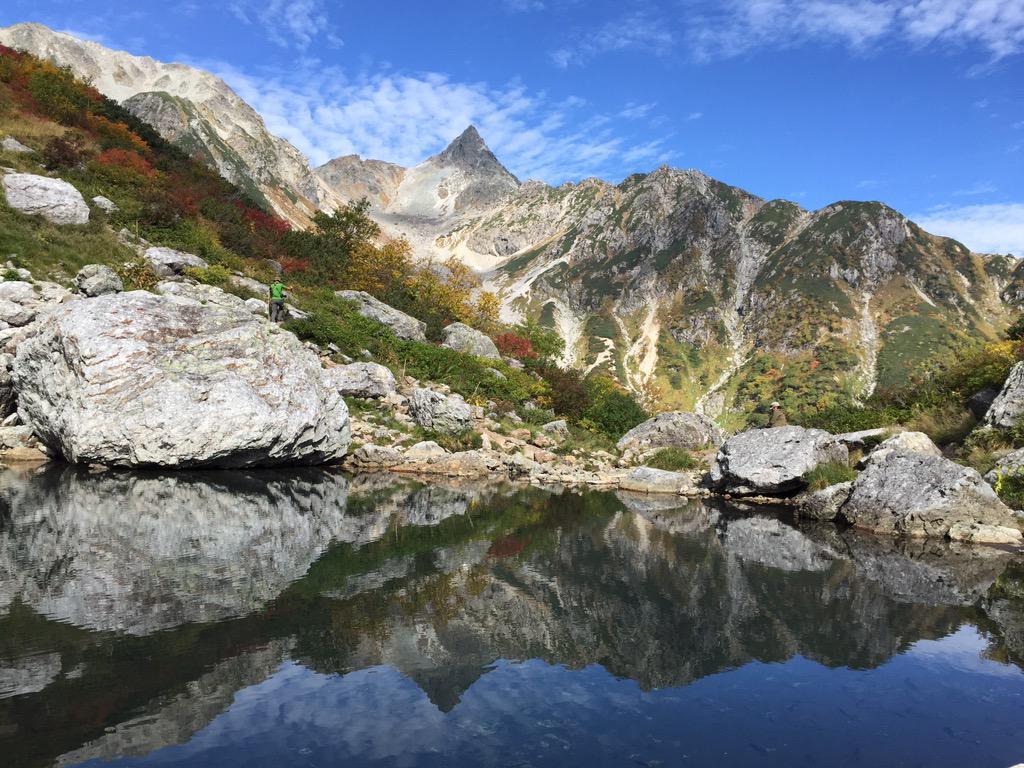 9月21日の槍ヶ岳天狗池。「逆さ槍」がきれいに見えました。 http://t.co/nFF15cO0J0