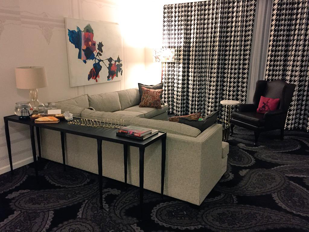 Our room @Kimpton Hotel Monaco last night in Pittsburgh was absolutely beautiful. One of nicest suites we've seen. http://t.co/mstoAcQRaz