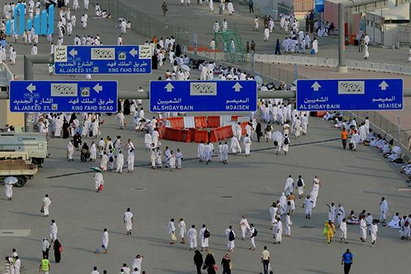 معلومات تؤكد: حادثة #منى تزامنت مع اندفاع حملات ضخمة لحجاج إيرانيين http://t.co/b6ybfJkMnL #تدافع_الحجاج_بمنى http://t.co/JneJt7vl6u