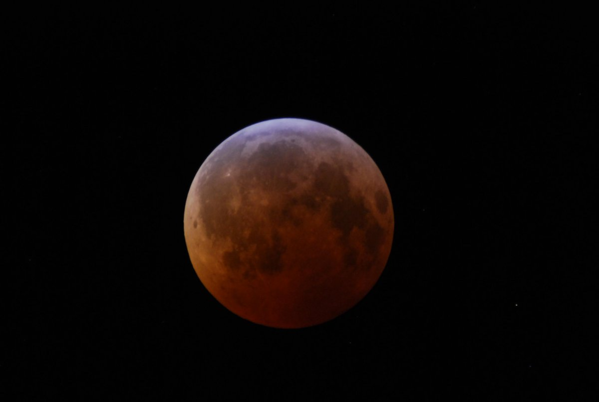 U2- 2:11 UT - Totality has begun for tonite's total #LunarEclipse - 72 minutes in duration. http://t.co/OlKoHyux4g http://t.co/IHcAAbkLcl